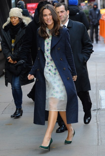 keira knightley wearig burberry FashionDailyMag