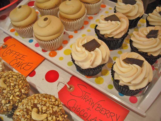 http://i2.wp.com/fatgayvegan.com/wp-content/uploads/2011/03/cakes-2.jpg?fit=640%2C480