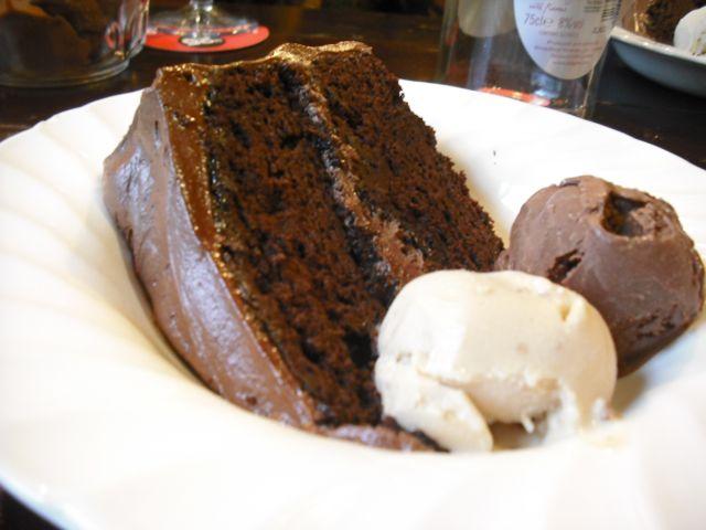 http://i2.wp.com/fatgayvegan.com/wp-content/uploads/2011/06/cake.jpg?fit=640%2C480