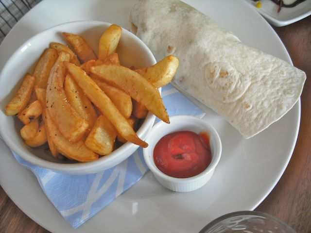 http://i2.wp.com/fatgayvegan.com/wp-content/uploads/2011/06/wrap-and-chips.jpg?fit=640%2C480