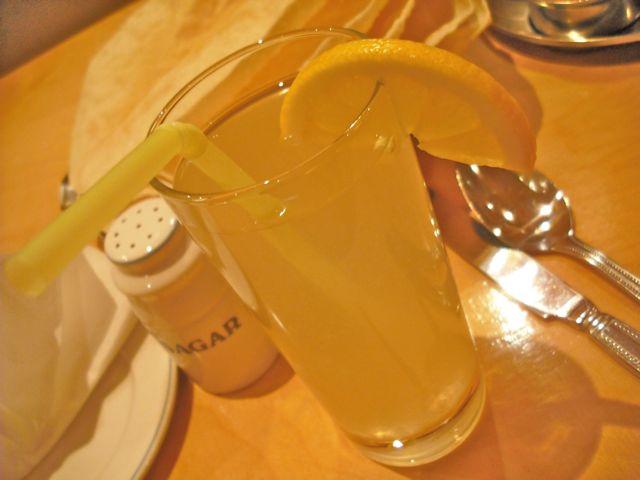 http://i2.wp.com/fatgayvegan.com/wp-content/uploads/2011/07/sagar-lemonade.jpg?fit=640%2C480