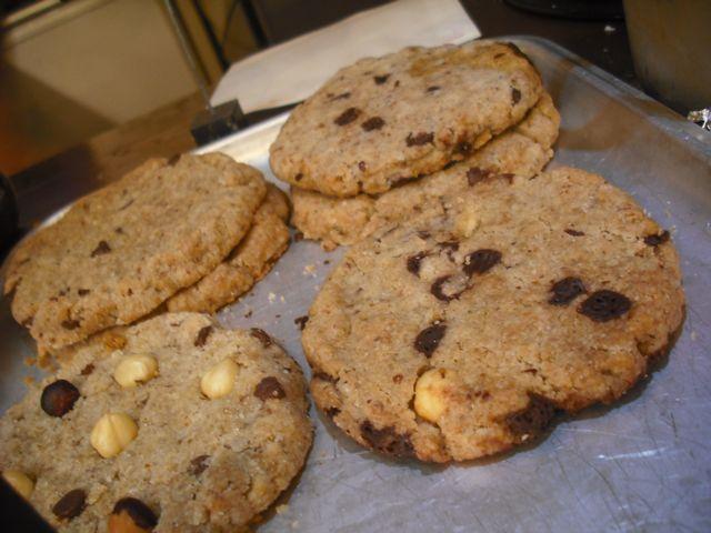 http://i2.wp.com/fatgayvegan.com/wp-content/uploads/2012/07/chip-cookies.jpg?fit=640%2C480