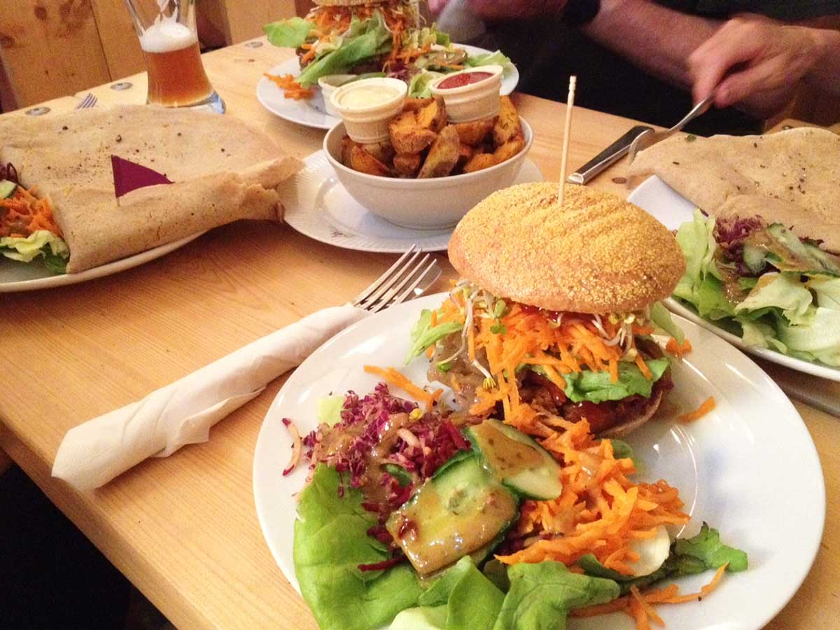 http://i2.wp.com/fatgayvegan.com/wp-content/uploads/2015/08/Let-It-Be-in-Berlin-delicious-vegan-burgers-and-crepes.jpg?fit=1200%2C900