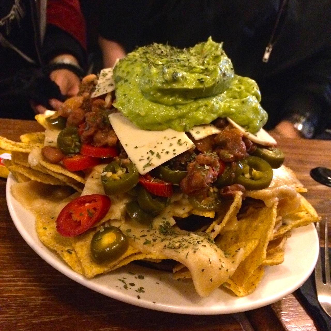 http://i2.wp.com/fatgayvegan.com/wp-content/uploads/2015/08/vegan-nachos.jpg?fit=1280%2C1280