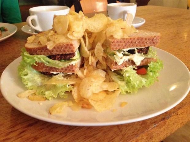 DopHert-Amsterdam-tempeh-club-sandwich