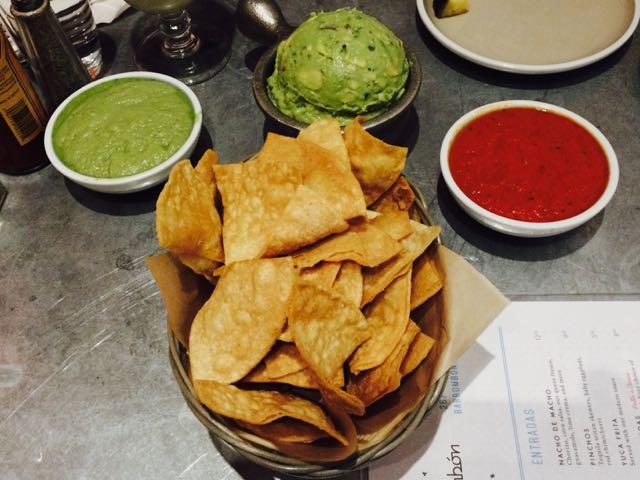 Bar Bombon - dips and chips