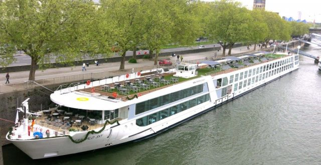 01-emerald-sky-moored-at-cologne-e1397170956920-1024x527