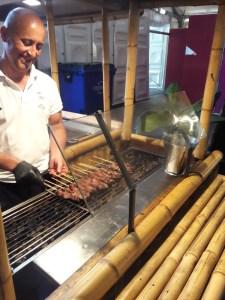 Saté Kambing op de grill bij Satébar.