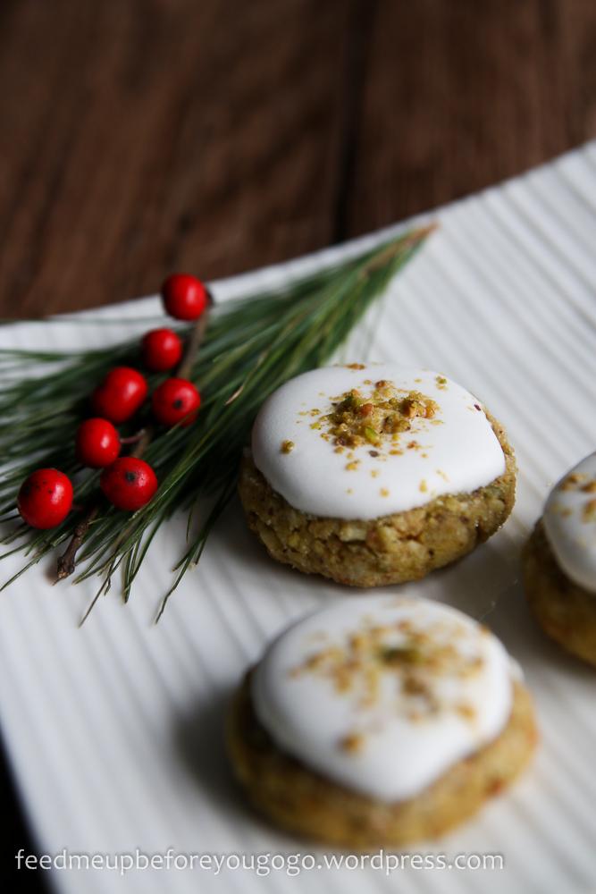 Pistazien-Baiser-Plätzchen Weihnachtsplätzchen Rezept feed me up before you go-go-1
