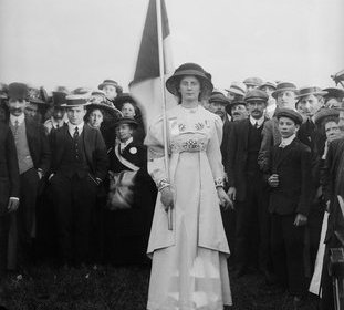 suffrage (All photographs Christina Broom, Museum of London) Suffragette banner bearer, 1910