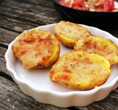 Gratinierte Grillkartoffeln mit Coppa und Schalotten