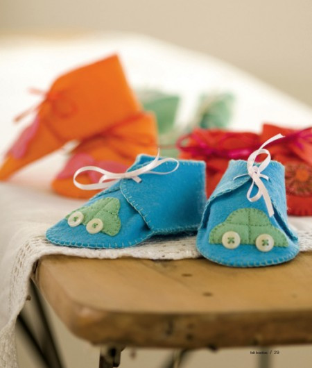 Felt-Baby-Booties-favcrafts