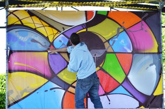 Performance graffiti de Nacre pendant le battle