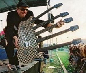 t02200188 0320027311342320266 天才・神速ギタリスト、マイケル・アンジェロの神業驚愕動画