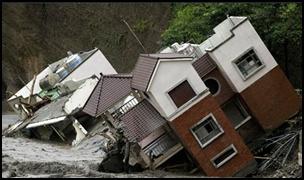 taifu15 【画像】台風を上空から見たら想像以上にビビる件!台風の驚異!台風の目