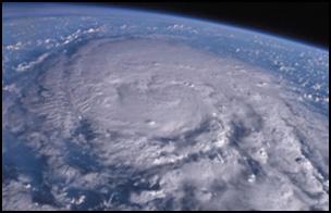 taifu17 【画像】台風を上空から見たら想像以上にビビる件!台風の驚異!台風の目