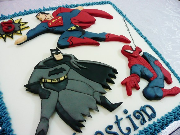 batman-superman-spiderman-cake (4)