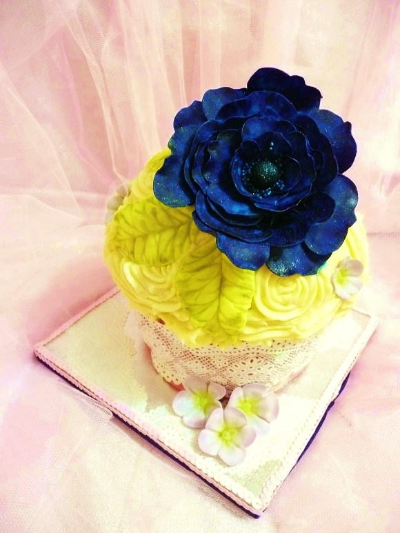 giant-cupcake-blue-floer4