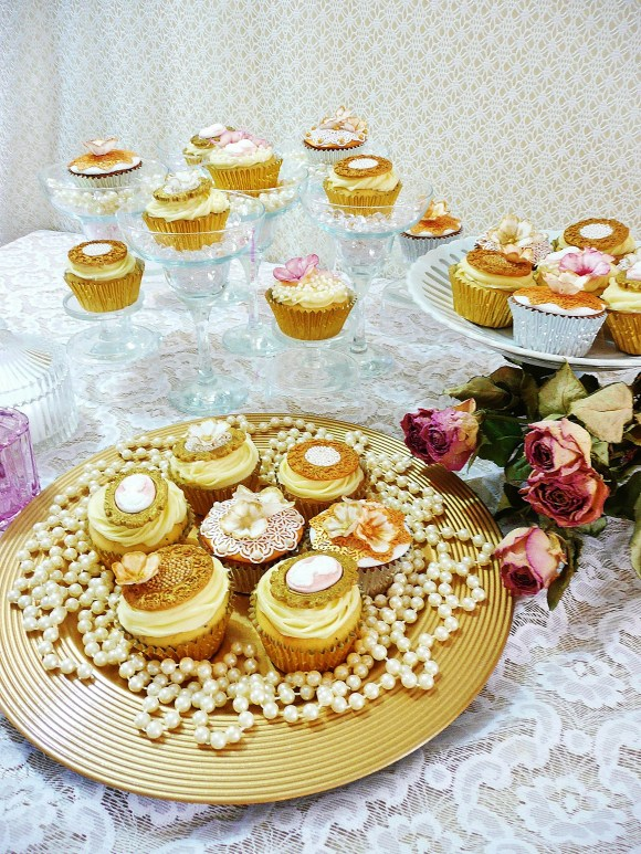 gold-pearls-cupcakes