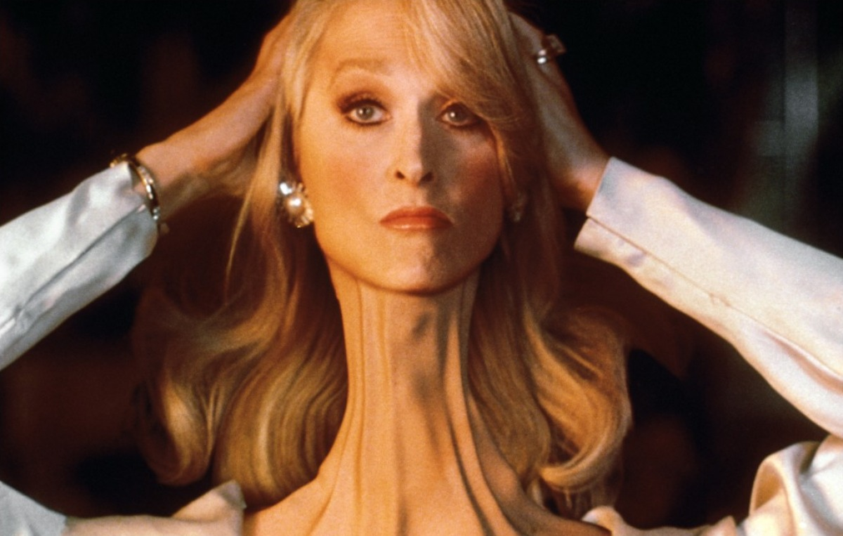 Death-Becomes-Her-Streep-neck