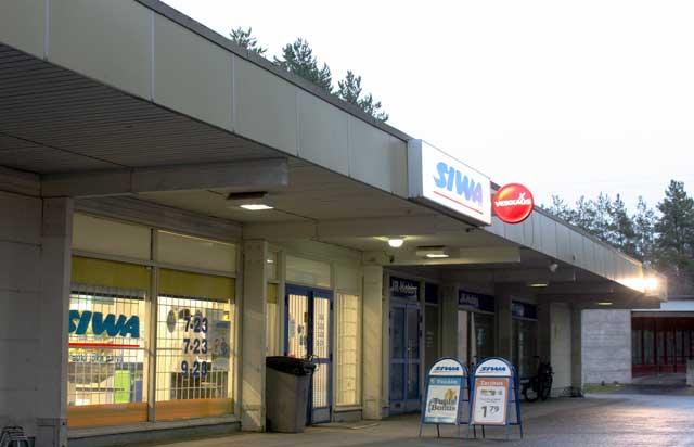 フィンランドのスーパーとコンビニの中間みたいな店SIWA(シヴァ)。夜遅くまで営業している店が多い