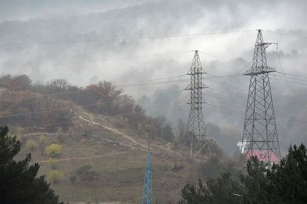 YALTA, CRIMEA, RUSSIA - NOVEMBER 27: Electricity lines  on November 27, 2015 in Yalta, Crimea, Russia. Crimea declared a state of emergency on November 22, 2015 after its main electricity lines from Ukraine were blown up, leaving the Russian-annexed peninsula in darkness after the second such attack in as many days. (Photo by Victor Korotayev/Kommersant Photo via Getty Images)