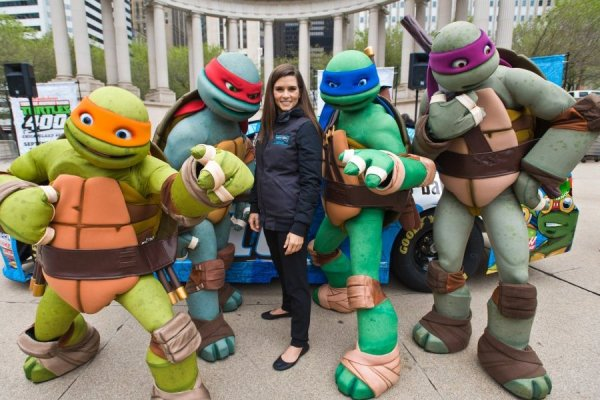 nickelodeon-and-chicagoland-speedway-team-up-with-danica-patrick-to-announce-teenage-mutant-ninja-turtles-400-race-on-sept-18-524564076-57c7c05fbcb72