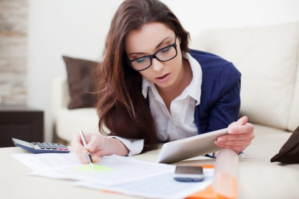 woman_doing_finances-shutterstock_125937002-780x520