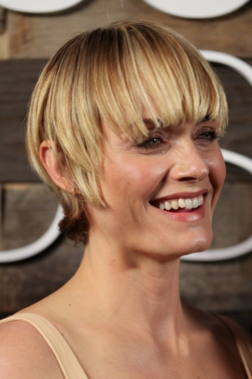 amber-valletta-short-haircut-main