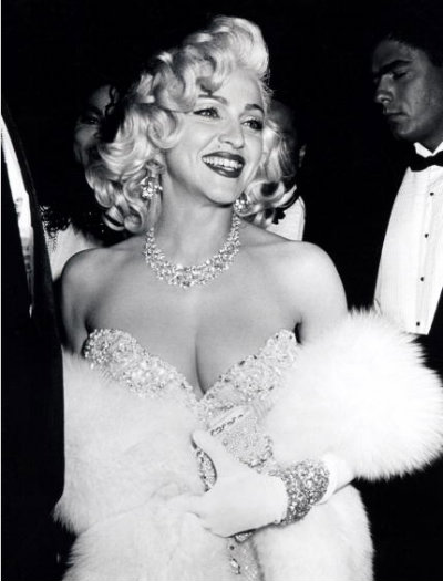 madonna-sequin-dress-white-fur-shawl-oscars_0