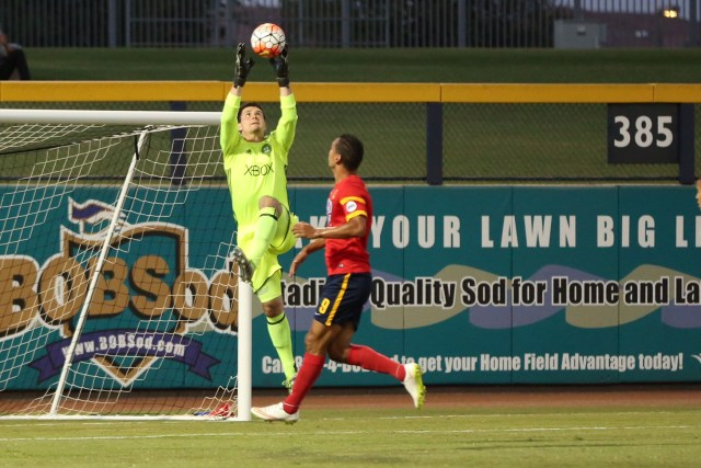 Seattle's Charlie Lyon did just enough against Chris Cortez and Arizona United - Michael Rincon / ArizonaUnited.com