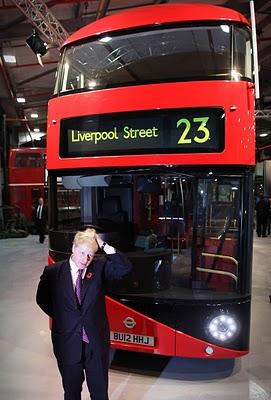 Nuevo autobús de dos pisos inglés