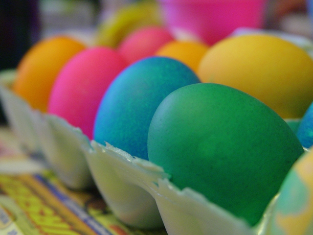 Natural Easter Eggs – A Project For Kids