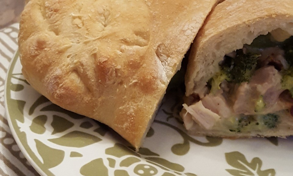 cheesy-broccoli-and-chicken-calzones