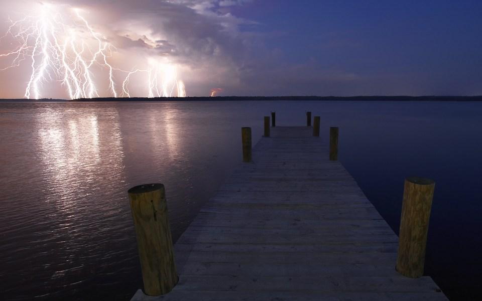 Stunning Lightning Strikes (2)