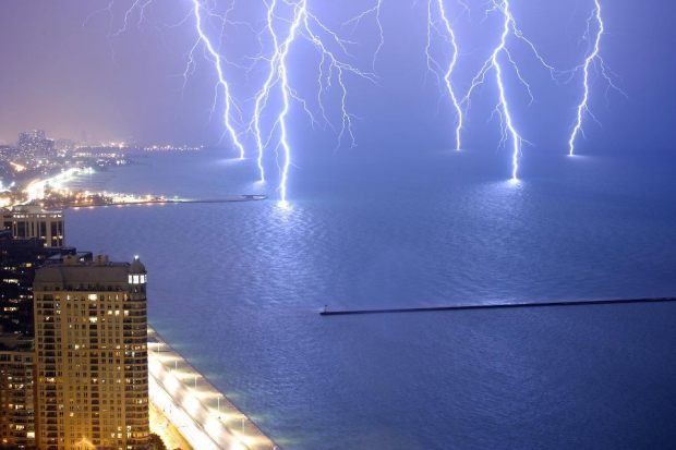 Stunning Lightning Strikes (1)