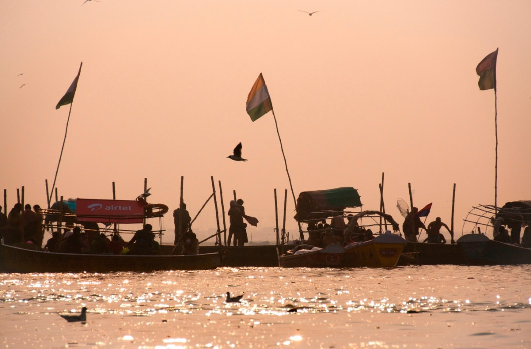 the platform where the actual confluence of ganges, yamuna and saraswati is - the holiest place for a dip