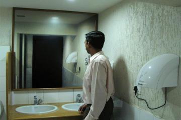 人生保險鏡子廣告