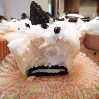 Cookies 'n' Cream Cheese Cupcakes