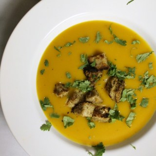 Roasted Garlic + Kabocha Squash Soup w/ Buttery Seasoned Croutons
