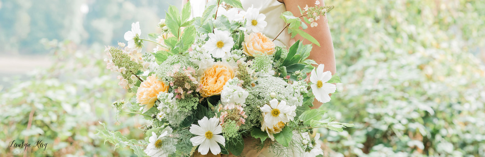 Lush & loose yellow and white bridal bouquet
