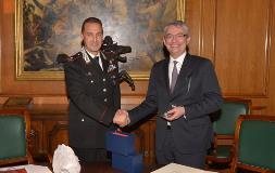 Il D.G. AID Anselmino con il Gen. CC Galletta