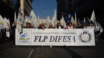 4-La FLP DIFESA in manifestazione
