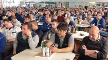 Un'assemblea di lavoratori
