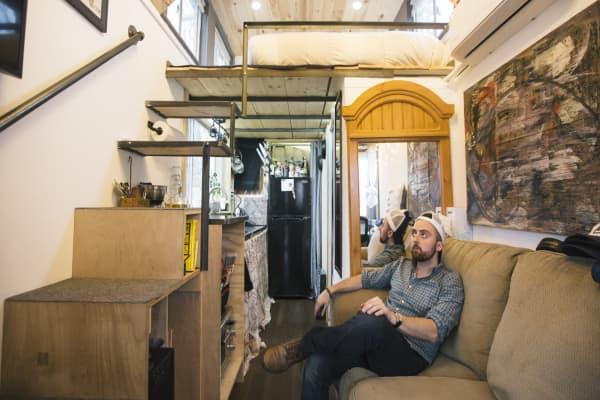 Tiny houses grow in popularity, yet drawbacks abound