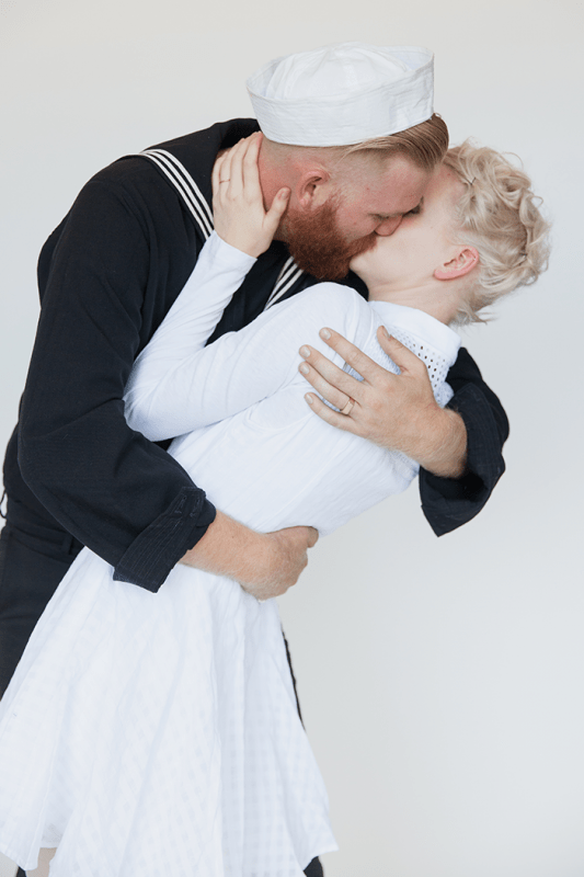 kissing-sailor-costume