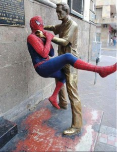 Playing-with-Statues-01