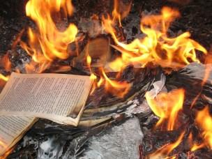 libri-bruciati-1024x768