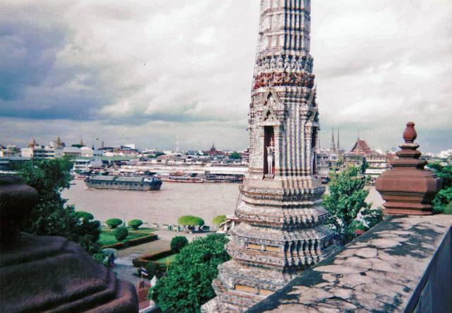 タイ・バンコク暁の塔