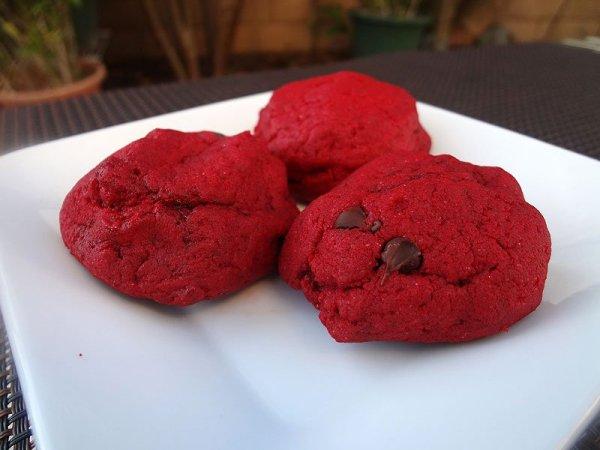 caramel-stuffed-red-velvet-cookies